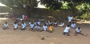 criancas fazendo ginástica