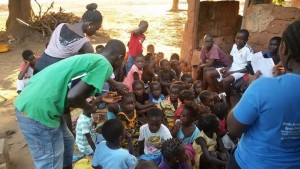 visita do trabalho da Pastora Maria com as criancas
